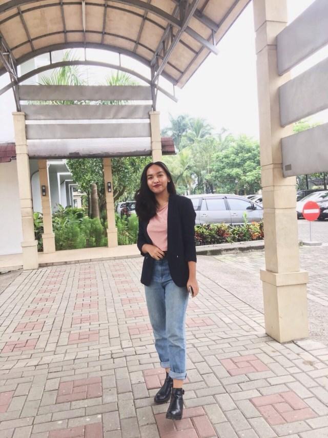 Tips Mix & Match Outfit ke Kampus Ala Mahasiswa President University (440589)