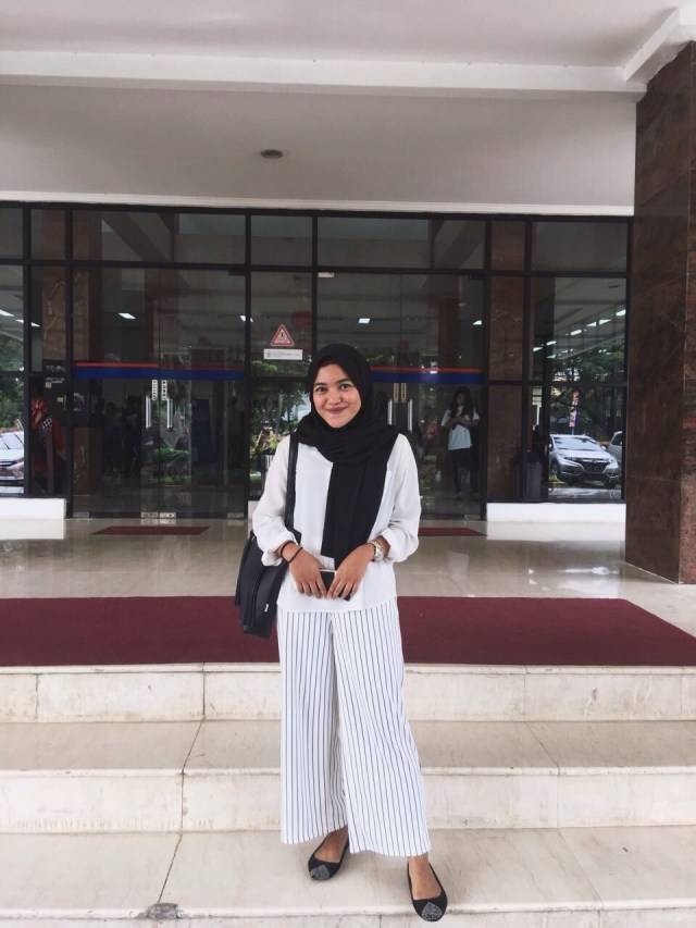 Tips Mix & Match Outfit ke Kampus Ala Mahasiswa President University (440592)