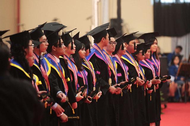 Lulus dari President University dengan Double Certificate! (55090)
