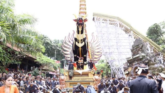 7 Ritual Pemakaman Terunik di Indonesia, Ngaben hingga Brobosan (2)