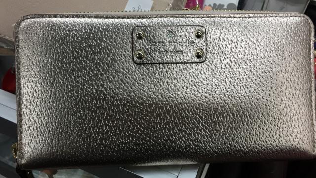 7 Dompet Branded yang Bisa Kamu Temukan di Irresistible Bazaar 11 (62715)