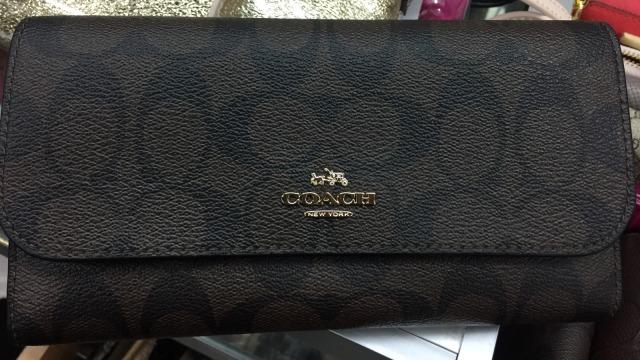 7 Dompet Branded yang Bisa Kamu Temukan di Irresistible Bazaar 11 (62714)
