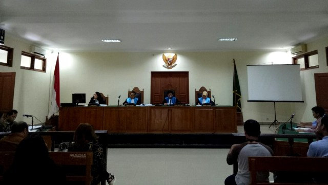 Sidang pembacaan gugatan warga di Bali.