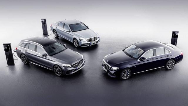 1070+ Gambar Mobil Sedan Mercedes Benz Gratis Terbaik