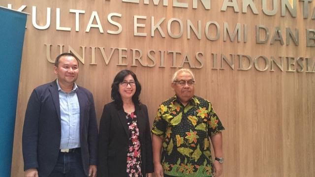 Perwakilan FEB UI dan IBM Indonesia