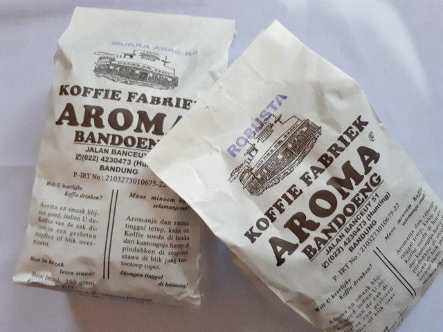 Review: Kopi Aroma Bandung, Toko Kopi Legendaris di Kota Kembang -  kumparan.com