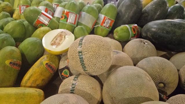 Buah Melon Lokal di Swalayan