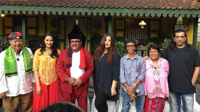 Momen Haru Maudy Koesnaedi Syuting 'Si Doel' Bareng Aminah Cendrakasih (673850)