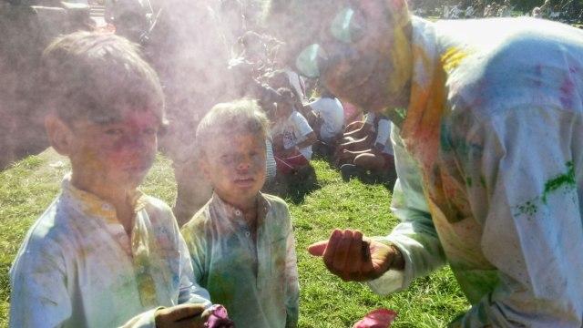 Warna-warni Festival Holi di Denpasar Bali (321148)