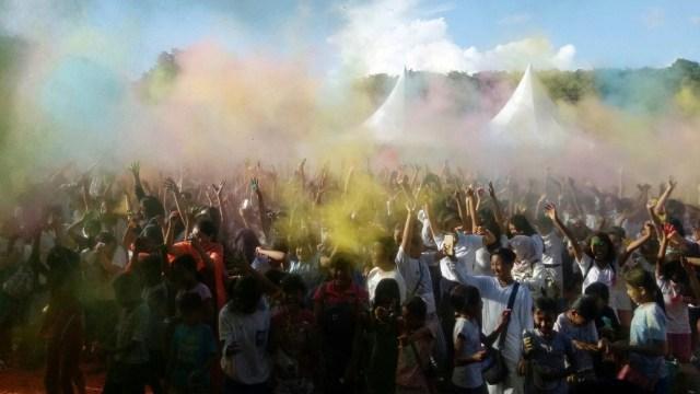 Warna-warni Festival Holi di Denpasar Bali (321150)