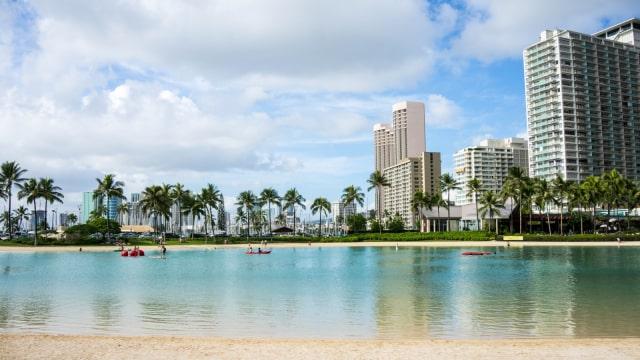 Pantai Wakiki di Oahu, Hawaii
