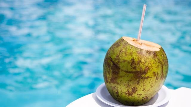 7 Manfaat Mengkonsumsi Air Kelapa Secara Teratur Kumparan Com