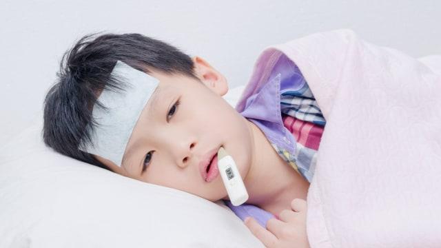 Alasan untuk Tidak Mengompres dengan Air Dingin Saat Anak Demam (2092)