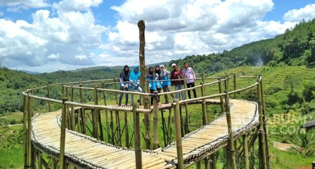 Curug Cirajeg Purabaya Wisata Air Terjun Di Tengah Sawah