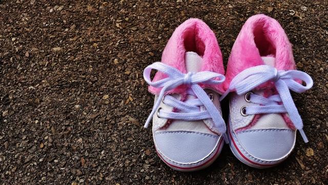 Usia Berapa Anak Sebaiknya Berjalan Pakai Sepatu?  (10940)