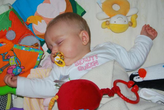 Mainan di Ranjang Bayi