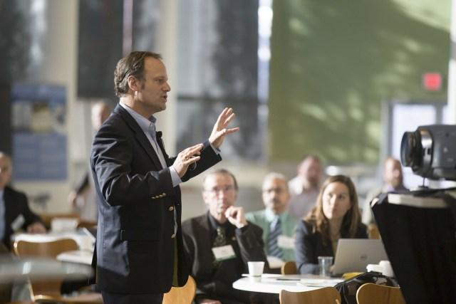 5 Tips untuk Meningkatkan Kemampuan Public Speaking (32857)