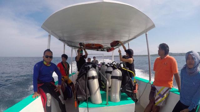 Menuju lokasi terumbu karang di Mangrove Point