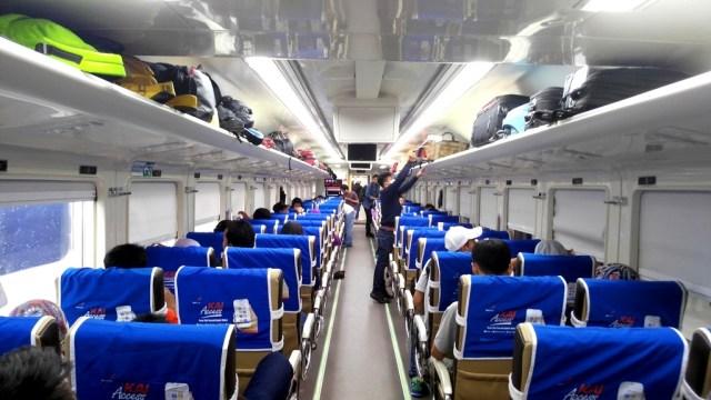 Pulang, Kereta Api, dan Semarang (159432)
