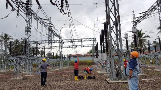 Ilustrasi jaringan transmisi listrik
