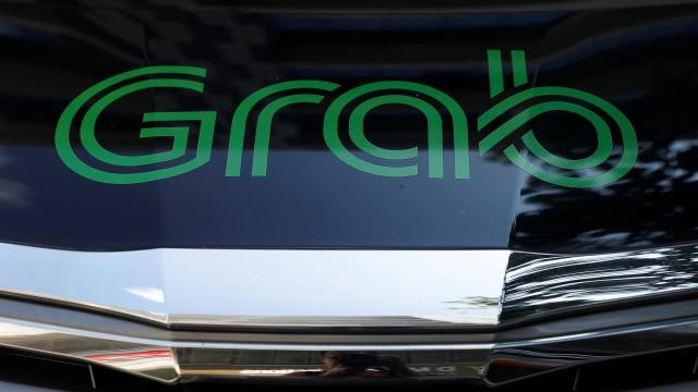 Layanan mobil panggilan GrabCar dari Grab