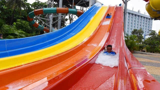 Wahana Dragon Race di Atlantis Water Adventure