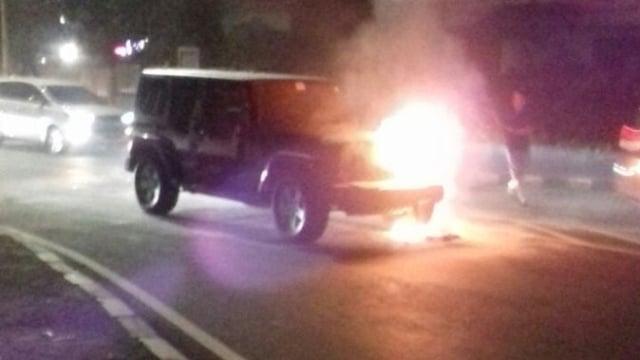 Mobil Rubicon terbakar di Bundaran Senayan