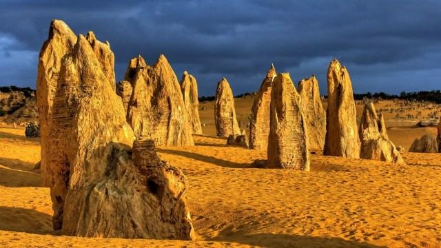 Batu di Pinnacles yang menjulang tinggi
