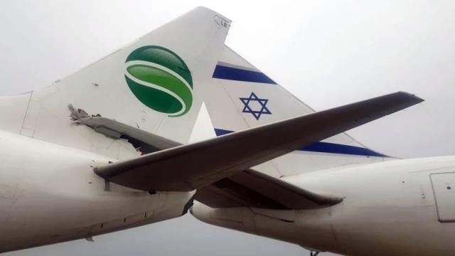 Ekor Pesawat Germania Tabrakan dengan Pesawat Israel El Al (740056)