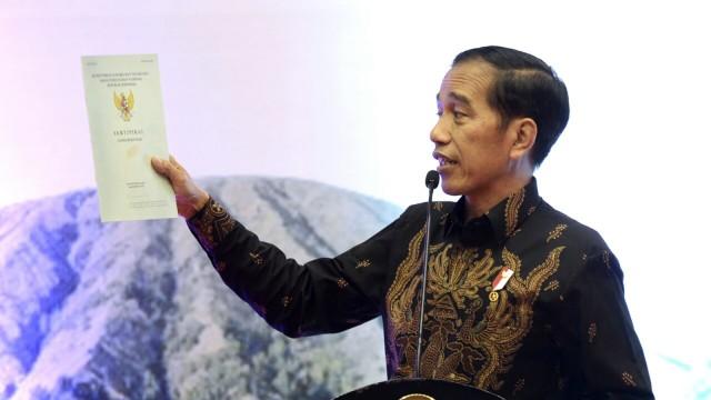Jokowi soal Pembagian Sertifikat: Bedakan Kritik, Nyinyir, dan Fitnah (344437)