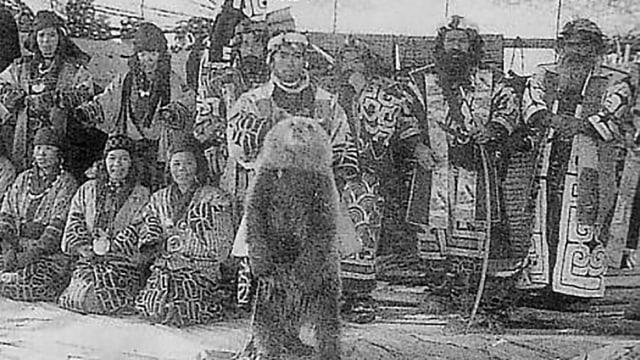 Tradisi Memuja Beruang Oleh Suku Ainu