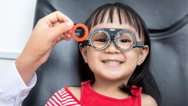 Peneliti Kembangkan Obat Tetes Mata yang Bisa Sembuhkan Kerabunan (405812)