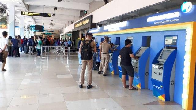 Ilustrasi self chek in Bandara