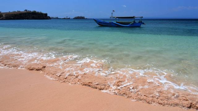 Pantai Pink, Lombok.