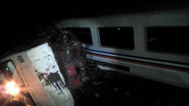 Kecelakaan kereta Sancaka tabrak truk