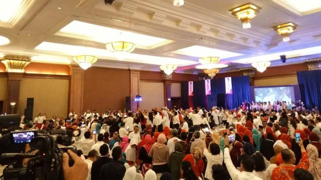 Saat Jokowi Tunjukkan Foto Editan Aidit dan Dirinya di Depan Relawan (44517)