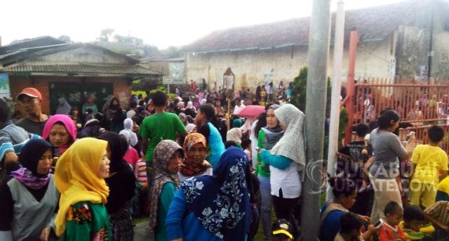 Warga Rela Berjejal di Stasiun Cibadak Sukabumi demi Bertemu Jokowi (831881)