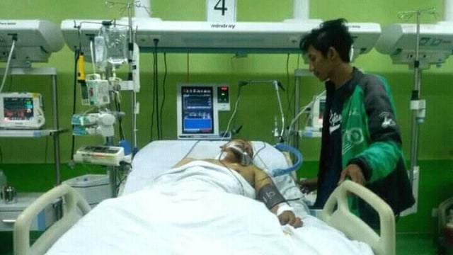 Irfan driver ojol yang ditabrak masih di ICU