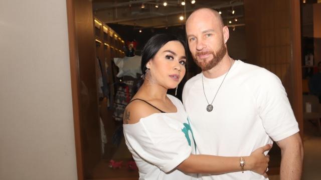 5 Berita Populer: Angel Lelga soal Vicky Prasetyo hingga Karen Idol Resmi Cerai (104818)