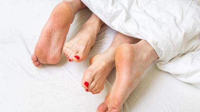 Mengangkat Kaki Setelah Berhubungan Seks Bikin Cepat Hamil, Benarkah? (352827)