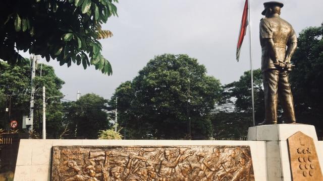 Patung Ahmad Yani di halaman Museum Sasmitaloka