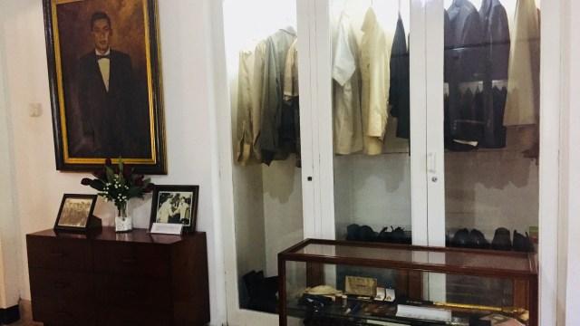 Lemari Seragam Ahmad Yani di Museum Sasmitaloka