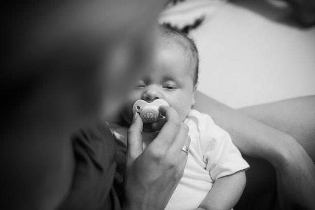 Alasan Kimberly Ryder Latih Bayinya Tidur Tanpa Empeng (166765)