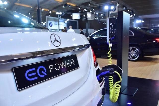 Sedan Plug-in Hybrid Mercedes-Benz Melantai di Kemayoran (308072)