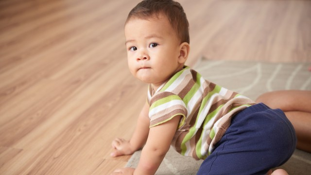 Tahap Perkembangan Gerak Bayi yang Normal di Usia 0-12 Bulan (17369)
