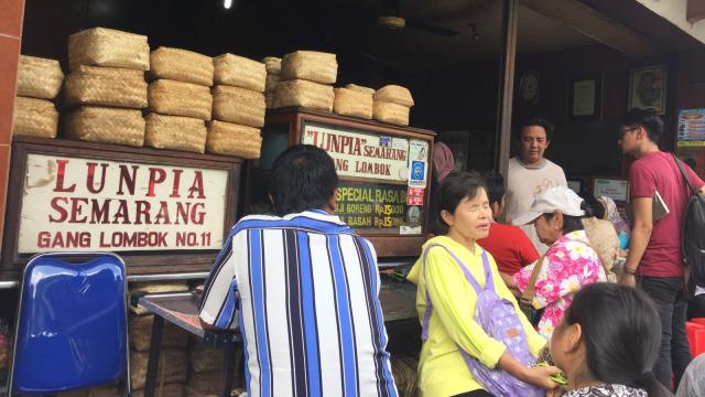 Lumpia Semarang yang Legendaris di Gang Lombok