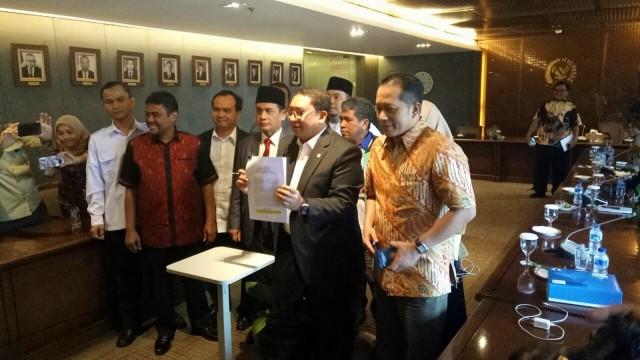 Fadli Zon dan Romo Syafii tandatangani angket TKA.
