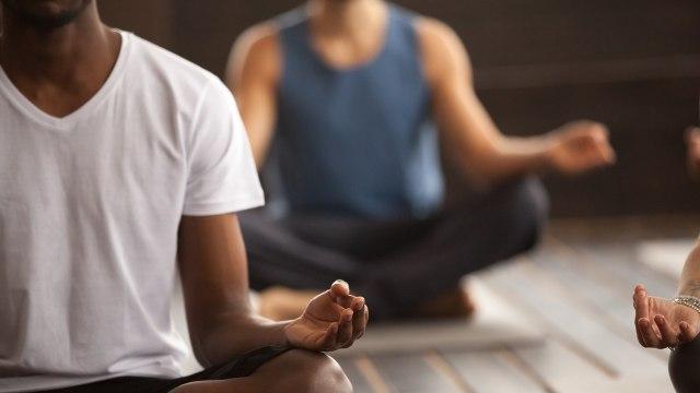 Ilustrasi yoga pada pria