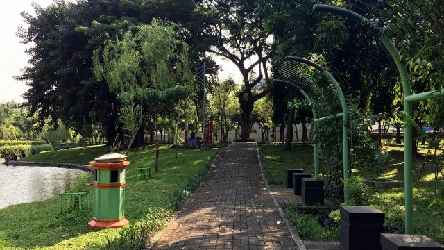 Taman Cattleya Oase Instagenic Di Tengah Tol Kota Jakarta Kumparan Com