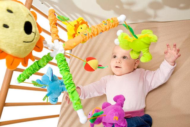 bayi satu bulan kruqoo - Jenis Mainan Bayi Usia 4 Bulan